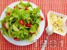 Рецепта Зелена салата с дресинг от яйца и каперси